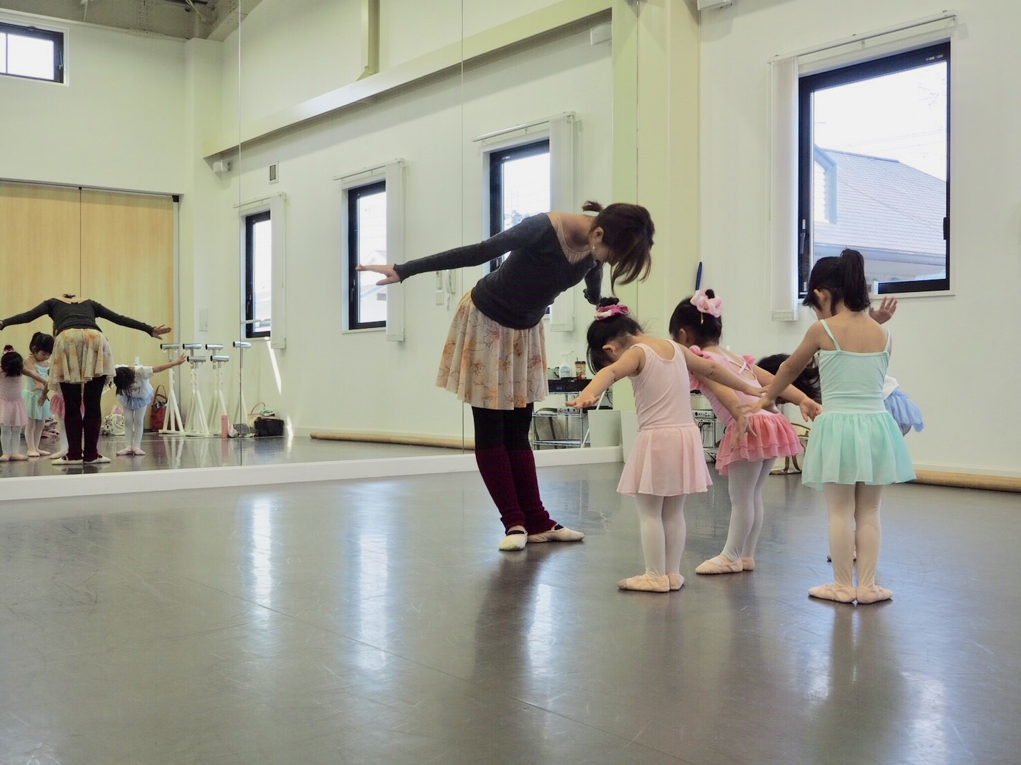 尼崎市バレエスタジオの子供バレエの様子