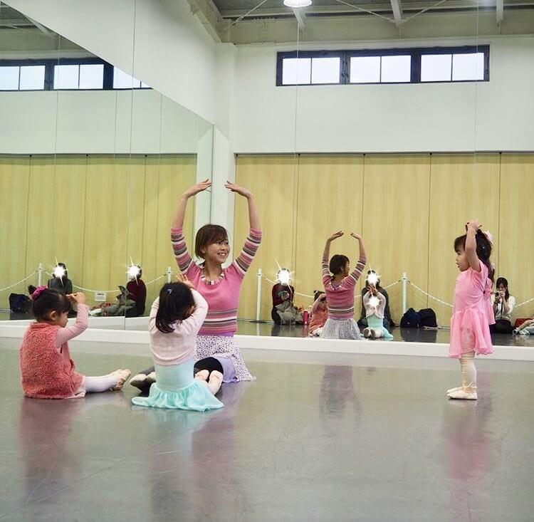 尼崎スタジオのバレエのレッスンの様子