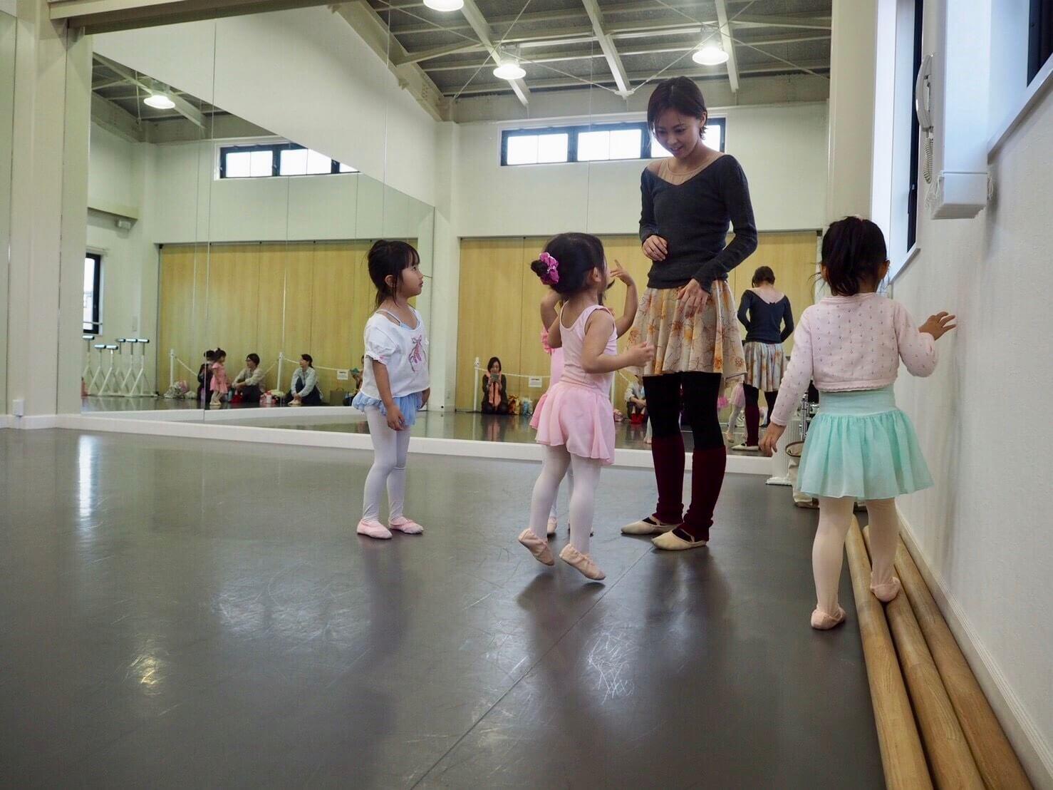 尼崎市武庫之荘のバレエスタジオの様子